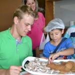 Além de confeitar, as crianças puderam comer os doces da Biscobom